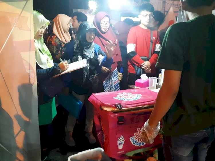 Pemeriksaan hygiene makanan jajanan di Permindo Night Market